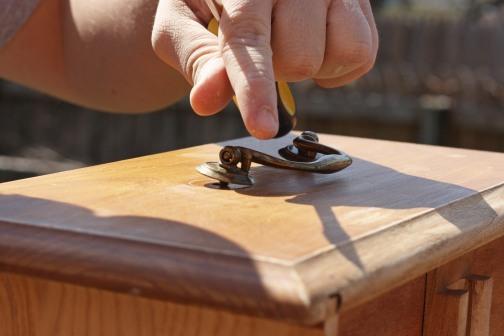 Removing Desk Knob